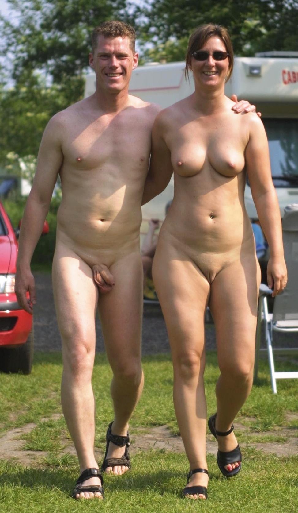 Nackt scham frau Hallo Vulva!